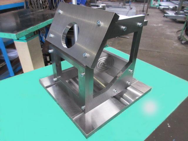 機械加工 立型マシニングで加工した治具